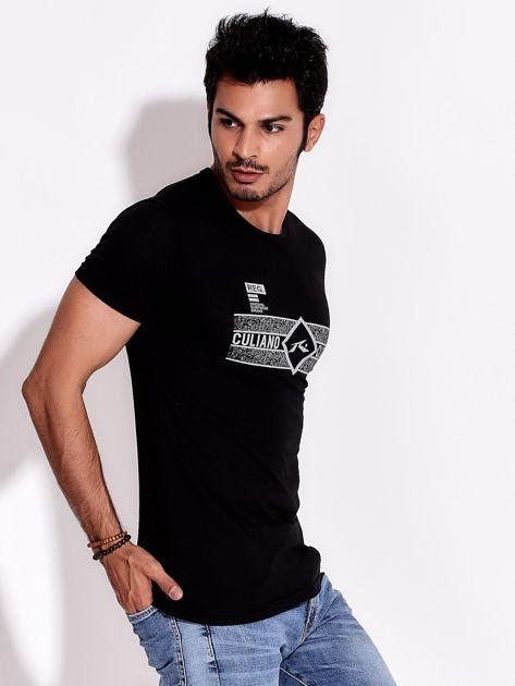 Czarny t-shirt męski z poziomym nadrukiem                              zdj.                              5