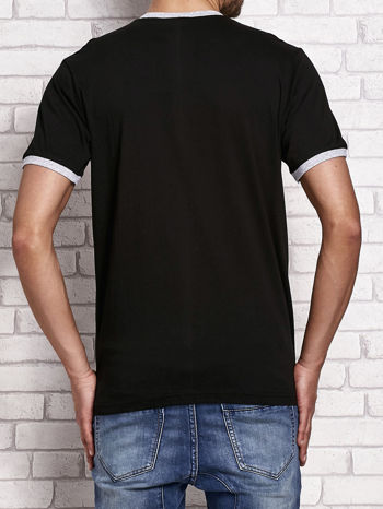 Czarny t-shirt męski z tekstowym nadrukiem