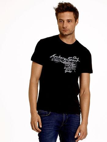 Czarny t-shirt męski ze sportowym nadrukiem i napisami