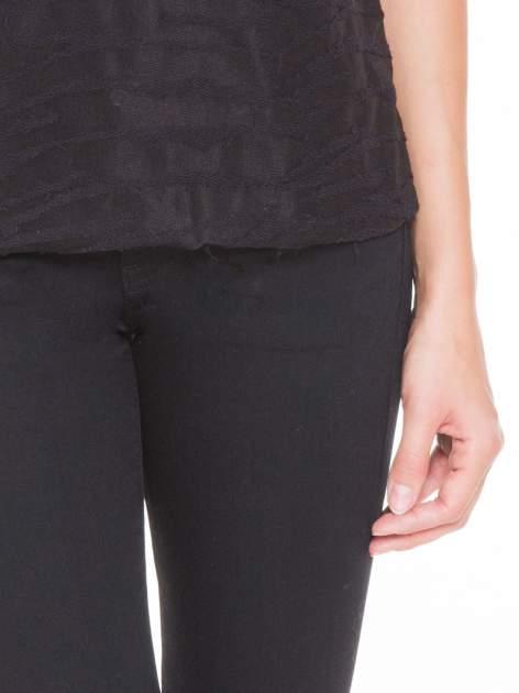 Czarny t-shirt mgiełka we wzór animal print                                  zdj.                                  6