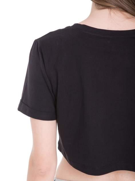 Czarny t-shirt typu crop top z nadrukiem UNITED STATES                                  zdj.                                  10