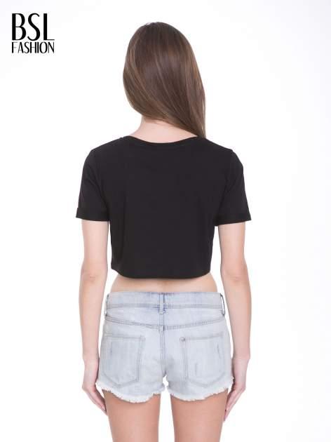 Czarny t-shirt typu crop top ze złotym napisem BALLIN PARIS                                  zdj.                                  4