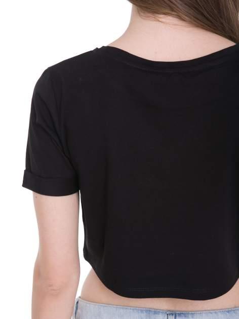 Czarny t-shirt typu crop top ze złotym napisem BALLIN PARIS                                  zdj.                                  10