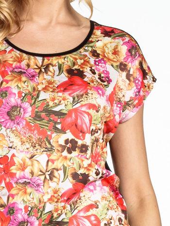 Czarny t-shirt we wzór kwiatowy                                  zdj.                                  5