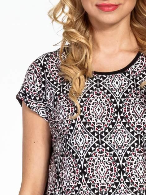 Czarny t-shirt we wzór ornamentowy                                  zdj.                                  6