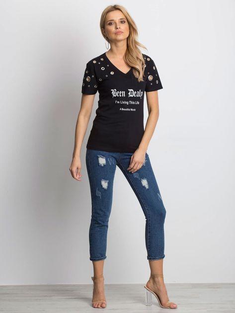 Czarny t-shirt z ażurowymi kółeczkami i napisem                              zdj.                              5