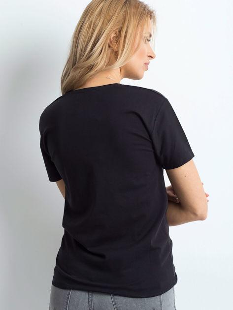 Czarny t-shirt z biżuteryjnymi wstawkami                              zdj.                              2