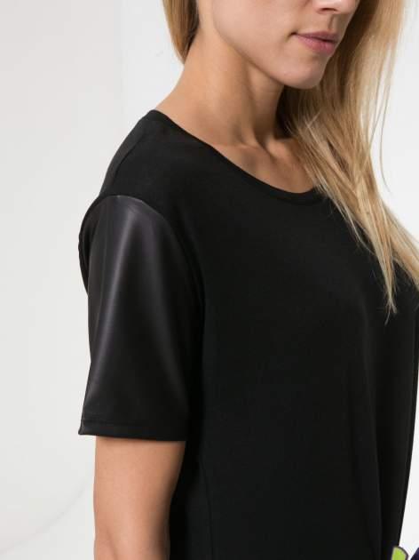 Czarny t-shirt z czarnymi skórzanymi rękawami                                  zdj.                                  7