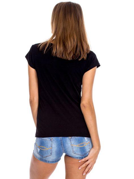 Czarny t-shirt z czerwonymi kwiatami                              zdj.                              2