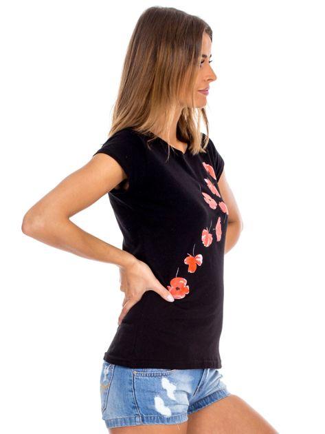 Czarny t-shirt z czerwonymi kwiatami                              zdj.                              3