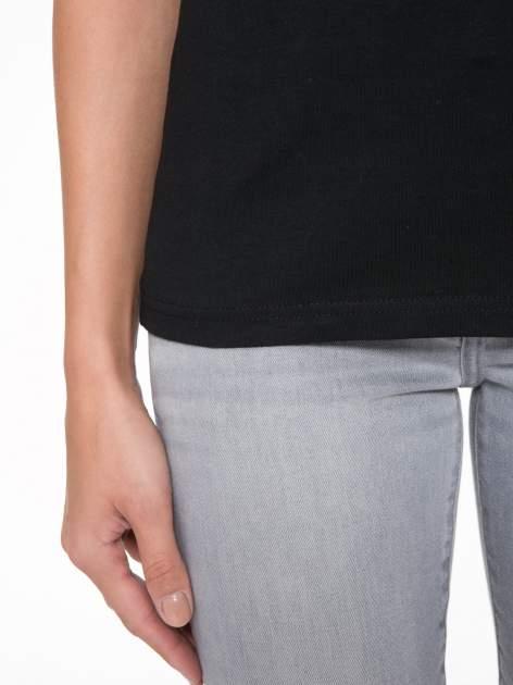 Czarny t-shirt z dekoltem na plecach                                  zdj.                                  9