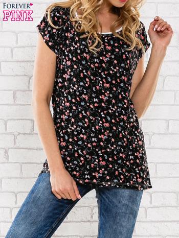 Czarny t-shirt z drobnym kwiatowym nadrukiem
