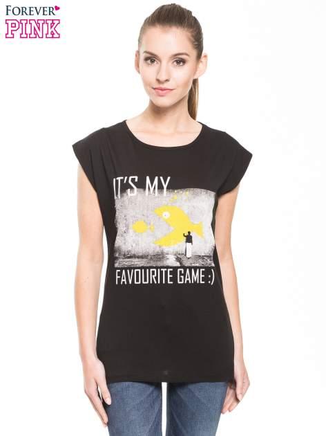 Czarny t-shirt z hipsterskim nadrukiem                                  zdj.                                  3