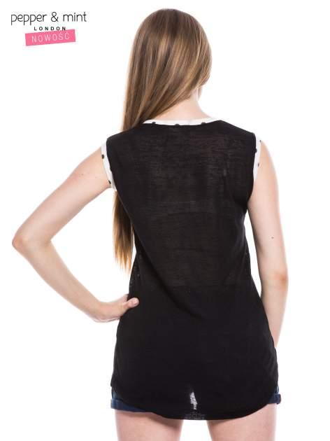 Czarny t-shirt z kieszonką i lamówką w kropki                                  zdj.                                  3