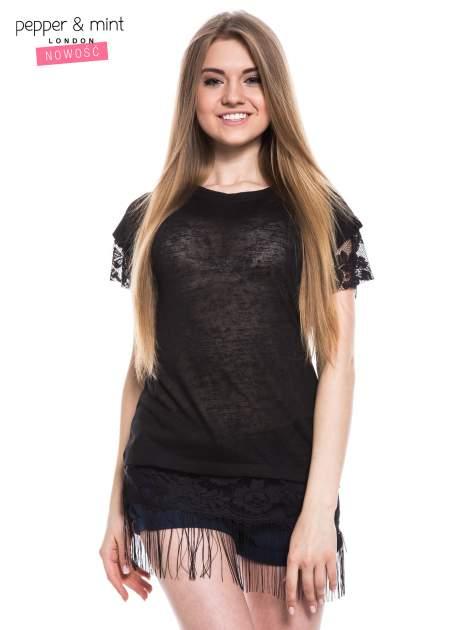 Czarny t-shirt z koronką i frędzlami w stylu boho