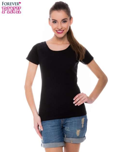 Czarny t-shirt z koronkową wstawką na ramionach                                  zdj.                                  1