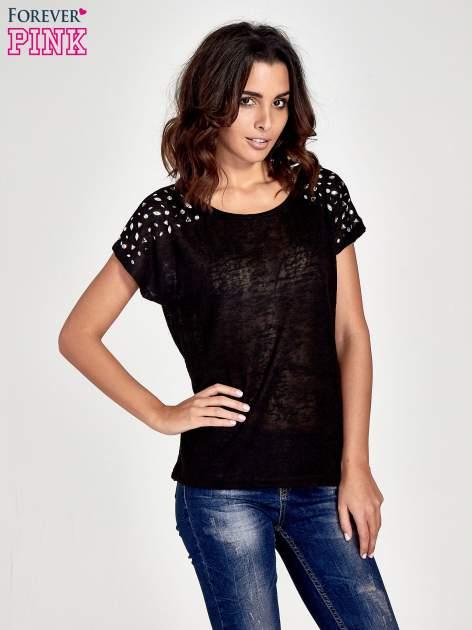 Czarny t-shirt z kryształkami na rękawach                                  zdj.                                  1