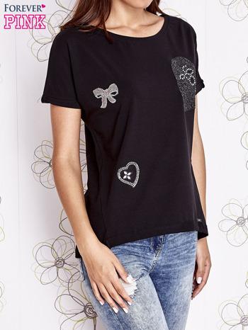 Czarny t-shirt z motywem serca i kokardki