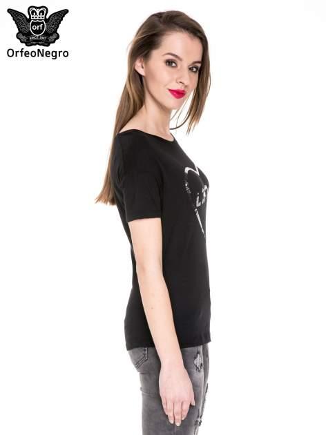 Czarny t-shirt z nadrukiem L'MODE z cekinów                                  zdj.                                  3