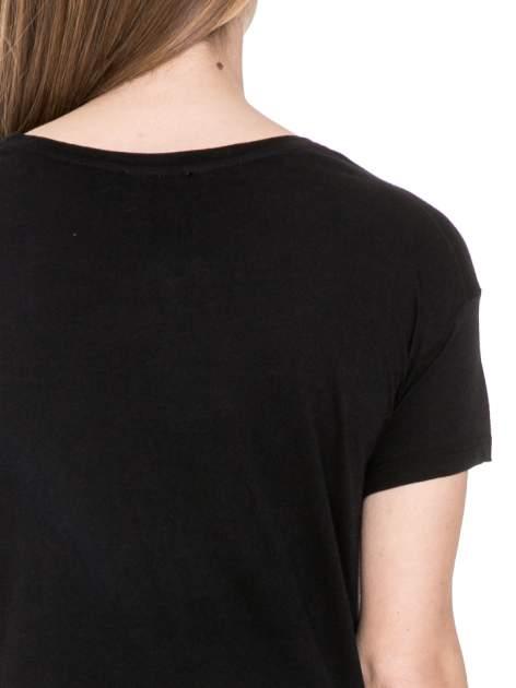 Czarny t-shirt z nadrukiem L'MODE z cekinów                                  zdj.                                  6