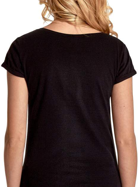 Czarny t-shirt z nadrukiem kota i napisem CATS RULE                                  zdj.                                  6
