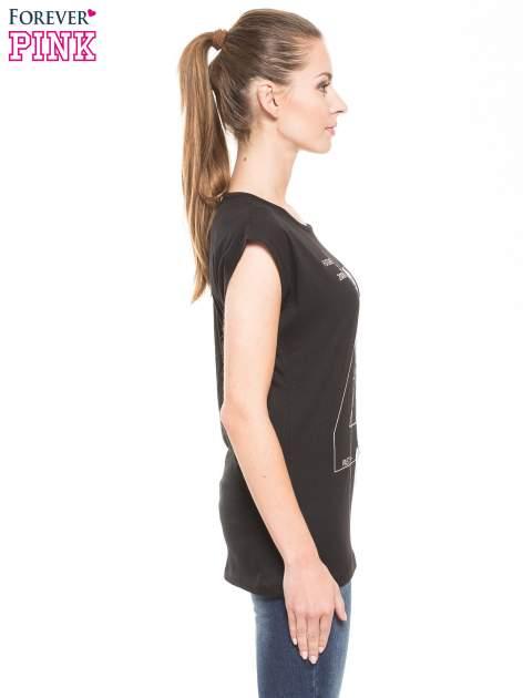 Czarny t-shirt z nadrukiem numerycznym