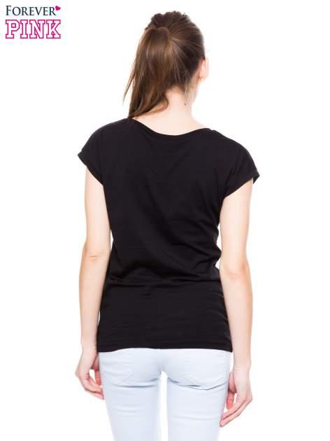 Czarny t-shirt z nadrukiem tekstowym PIĘKNA MĄDRA SKROMNA                                  zdj.                                  4