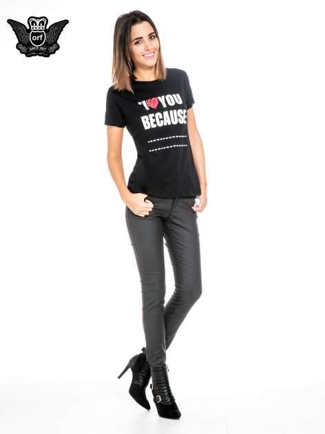 Czarny t-shirt z napisem I LOVE YOU BECAUSE                                  zdj.                                  2