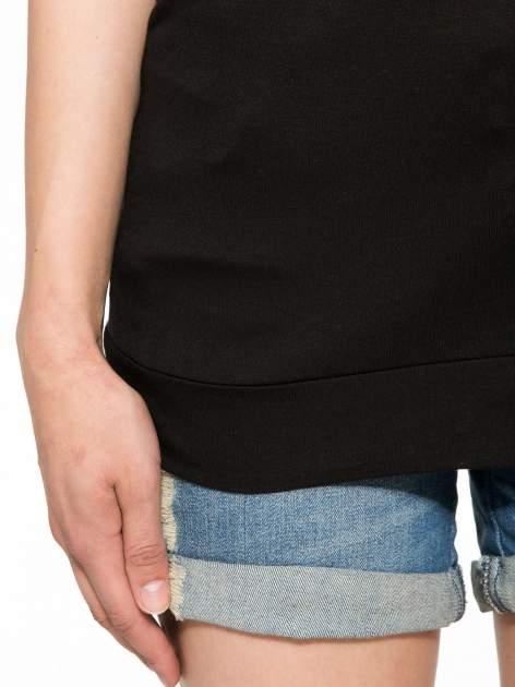 Czarny t-shirt z napisem LIVE IN THE SUNSHINE z dżetów                                  zdj.                                  6