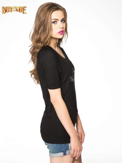 Czarny t-shirt z napisem LIVE IN THE SUNSHINE z dżetów                                  zdj.                                  3