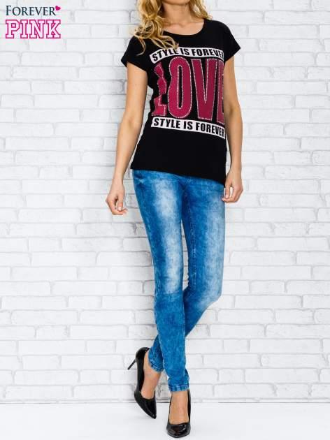 Czarny t-shirt z napisem STYLE IS FOREVER LOVE z dżetami                                  zdj.                                  4