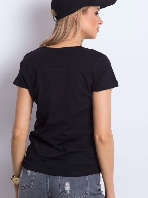 Czarny t-shirt z napisem i koronkową warstwą                              zdj.                              5
