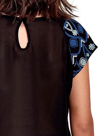 Czarny t-shirt z rękawkami w motyw etno                                  zdj.                                  6