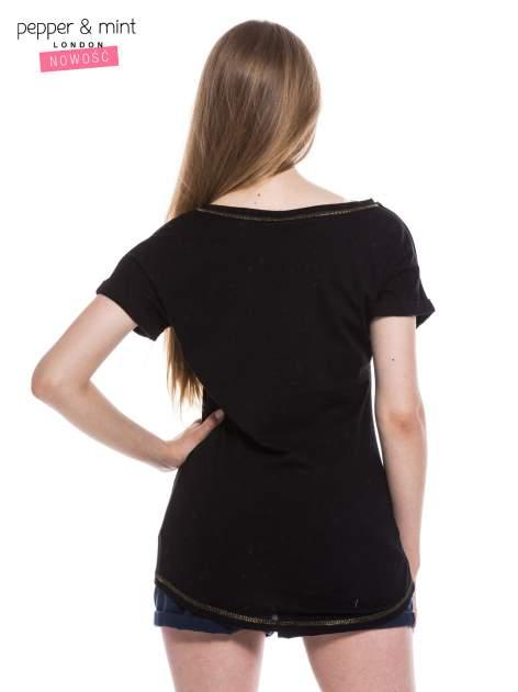 Czarny t-shirt z sercami z cekinów i nadrukiem LONDON                                  zdj.                                  3