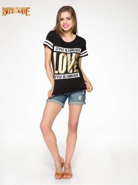 Czarny t-shirt ze złotym napisem LOVE                                  zdj.                                  2