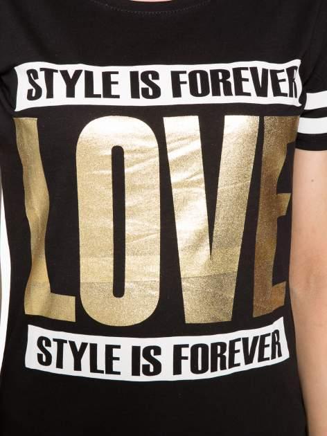 Czarny t-shirt ze złotym napisem LOVE                                  zdj.                                  8