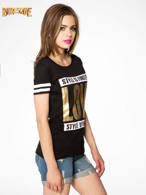 Czarny t-shirt ze złotym napisem LOVE                                  zdj.                                  3