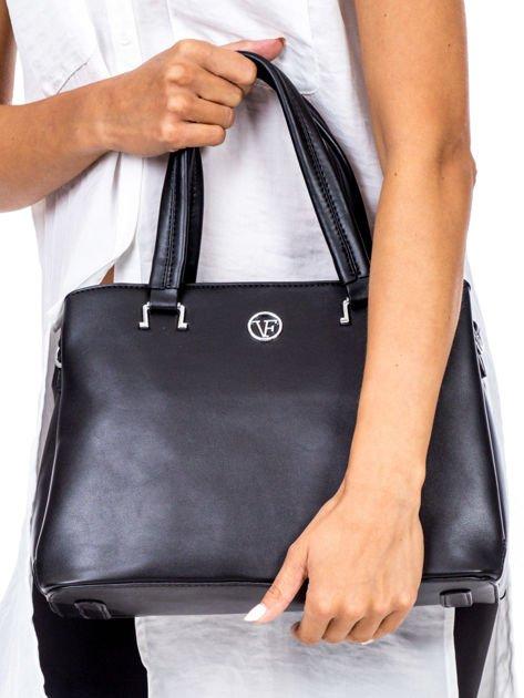 Czarny trapezowa torebka kuferek do ręki                              zdj.                              2