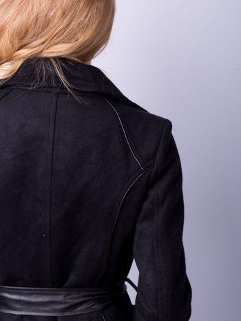 Czarny wełniany płaszcz ze skórzanym paskiem                                  zdj.                                  7