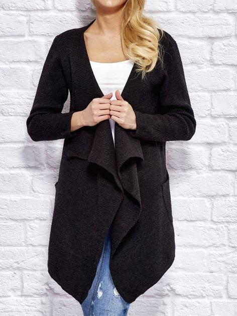 Czarny wełniany sweter z luźnymi połami                              zdj.                              1