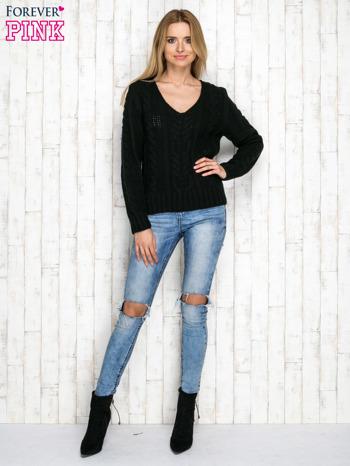 Czarny wełniany sweter z warkoczowymi splotami                               zdj.                              4