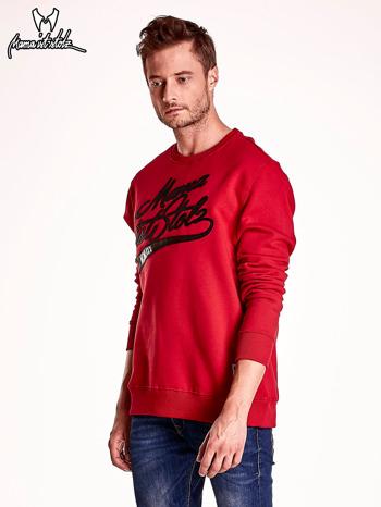 Czerwona bluza męska z tekstowymi naszywkami                                  zdj.                                  4