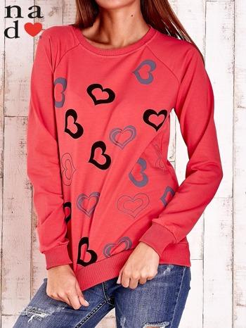 Czerwona bluza w serduszka