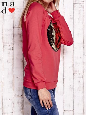 Czerwona bluza z dwustronną naszywką z cekinów                                  zdj.                                  3