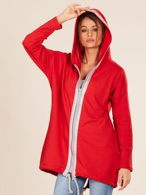 Czerwona bluza z kapturem i napisem z tyłu                              zdj.                              5