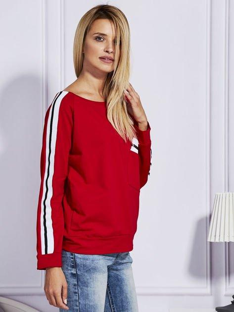 Czerwona bluza z kolorowymi wstawkami                              zdj.                              3