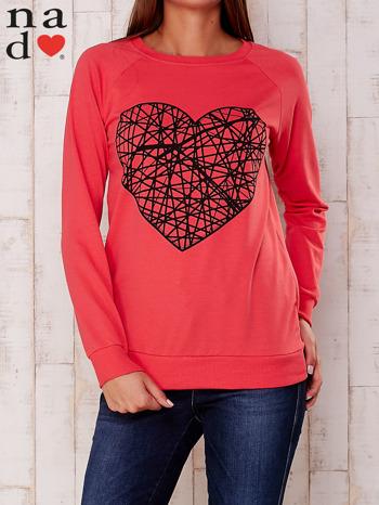 Czerwona bluza z nadrukiem serca                                  zdj.                                  1