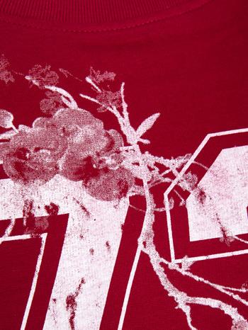 Czerwona bluza z numerem w stylu collage                                  zdj.                                  4