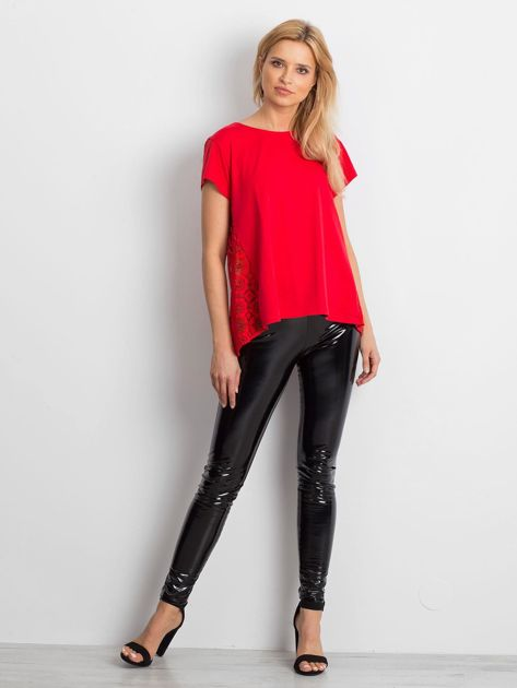 Czerwona bluzka z koronkową wstawką na plecach                              zdj.                              4