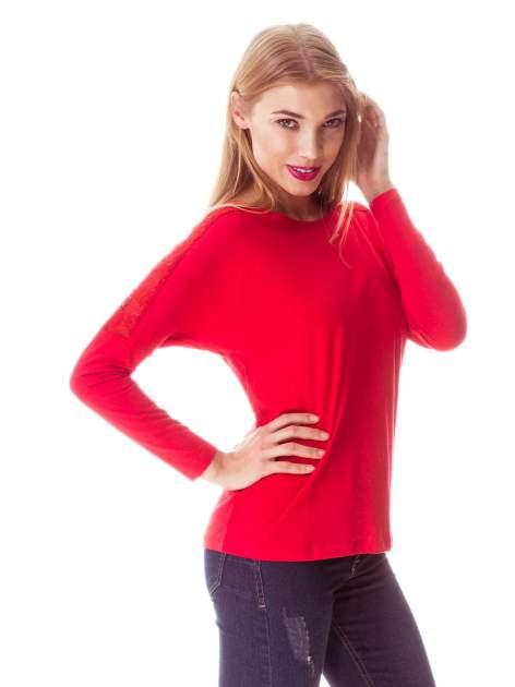 Czerwona bluzka z koronkową wstawką na rękawach i z tyłu                                  zdj.                                  9